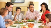 Vivelohoy.com: Family eating dinner together